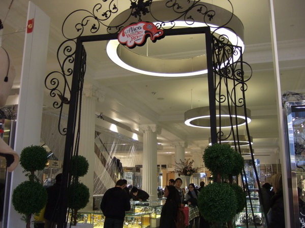 15alice-wonderland-london-selfridges-oxford-street-paperoddbird_.jpg
