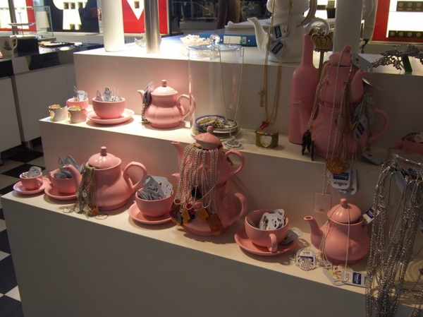 17alice-wonderland-london-selfridges-oxford-street-paperoddbird_.jpg