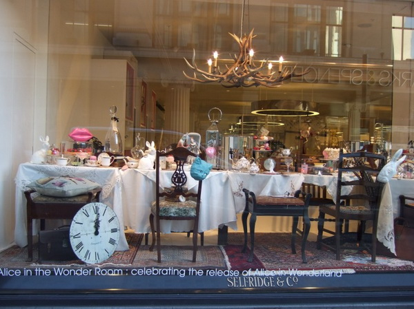 2alice-wonderland-london-selfridges-oxford-street-paperoddbird_.jpg