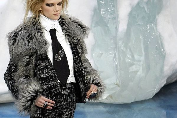 chanel_paris_fashion_week_autumn_winter_2010_2011_03.jpg