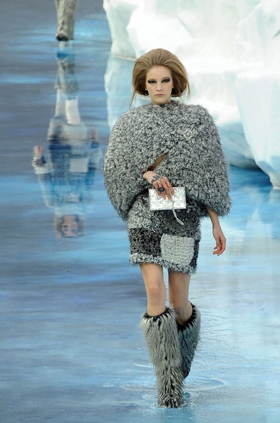 chanel_paris_fashion_week_autumn_winter_2010_2011_05.jpg