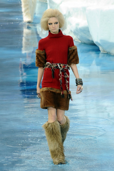 chanel_paris_fashion_week_autumn_winter_2010_2011_06.jpg