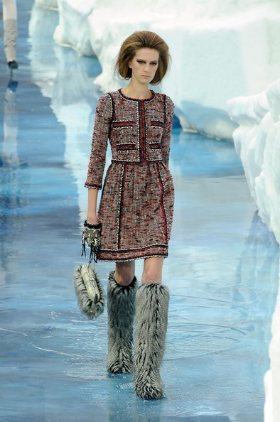 chanel_paris_fashion_week_autumn_winter_2010_2011_07.jpg