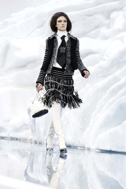 chanel_paris_fashion_week_autumn_winter_2010_2011_08.jpg