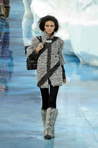 chanel_paris_fashion_week_autumn_winter_2010_2011_10.jpg