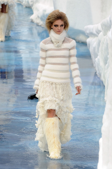 chanel_paris_fashion_week_autumn_winter_2010_2011_13.jpg