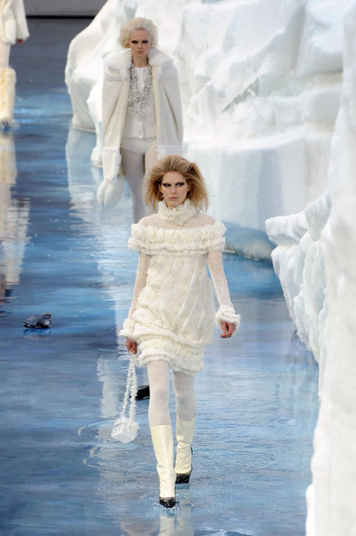 chanel_paris_fashion_week_autumn_winter_2010_2011_14.jpg