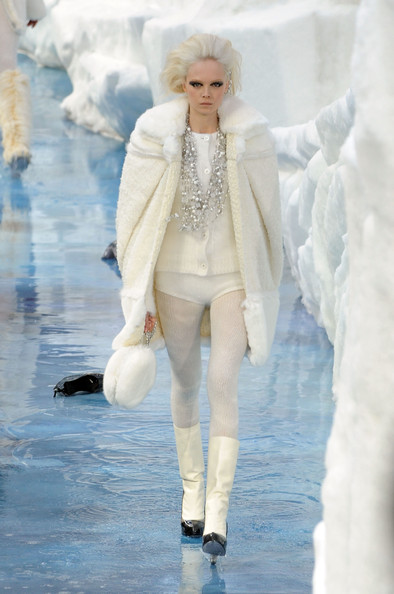 chanel_paris_fashion_week_autumn_winter_2010_2011_15.jpg