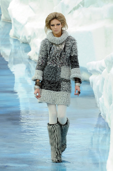 chanel_paris_fashion_week_autumn_winter_2010_2011_16.jpg