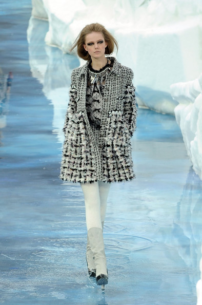 chanel_paris_fashion_week_autumn_winter_2010_2011_18.jpg