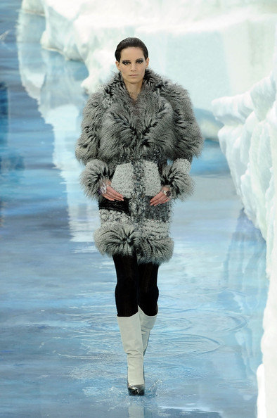 chanel_paris_fashion_week_autumn_winter_2010_2011_19.jpg