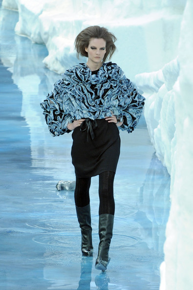 chanel_paris_fashion_week_autumn_winter_2010_2011_21.jpg