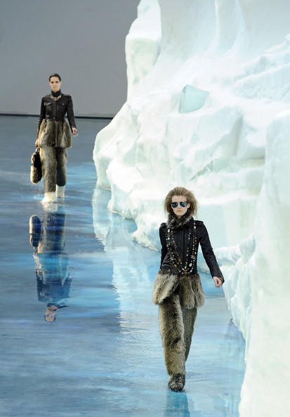 chanel_paris_fashion_week_autumn_winter_2010_2011_23.jpg
