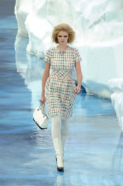 chanel_paris_fashion_week_autumn_winter_2010_2011_24.jpg