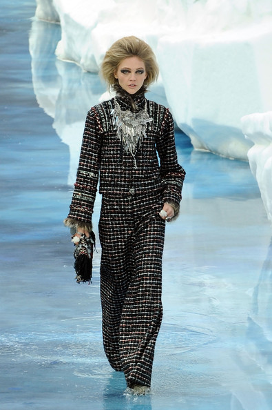 chanel_paris_fashion_week_autumn_winter_2010_2011_25.jpg