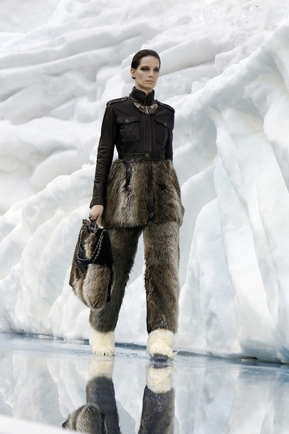 chanel_paris_fashion_week_autumn_winter_2010_2011_26.jpg