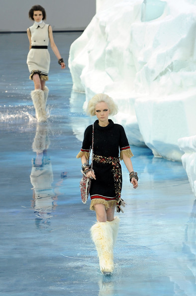 chanel_paris_fashion_week_autumn_winter_2010_2011_27.jpg