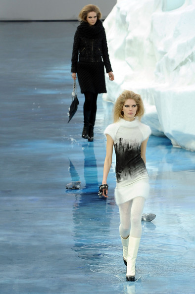 chanel_paris_fashion_week_autumn_winter_2010_2011_28.jpg