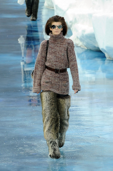 chanel_paris_fashion_week_autumn_winter_2010_2011_30.jpg