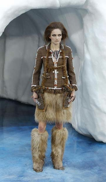 chanel_paris_fashion_week_autumn_winter_2010_2011_36.jpg