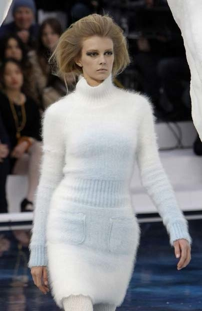 chanel_paris_fashion_week_autumn_winter_2010_2011_40.jpg