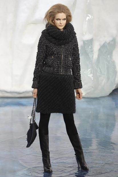 chanel_paris_fashion_week_autumn_winter_2010_2011_43.jpg