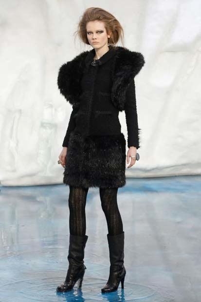 chanel_paris_fashion_week_autumn_winter_2010_2011_47.jpg