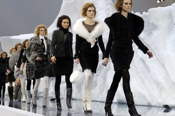 chanel_paris_fashion_week_autumn_winter_2010_2011_54.jpg