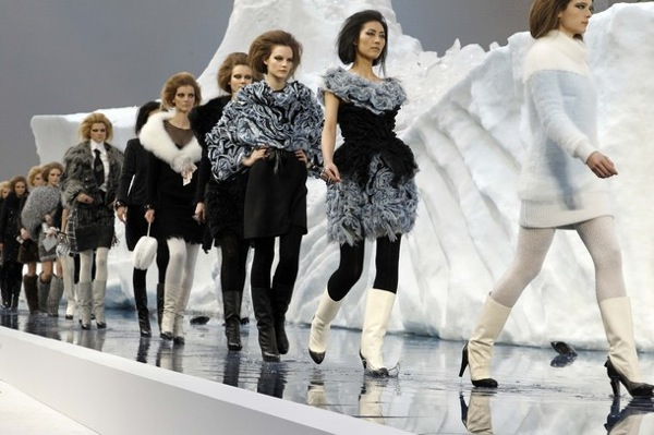 chanel_paris_fashion_week_autumn_winter_2010_2011_55.jpg