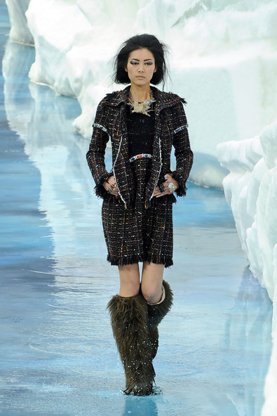 chanel_paris_fashion_week_autumn_winter_2010_2011_58.jpg