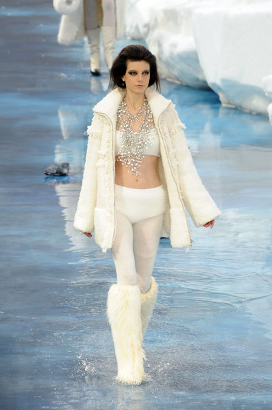 chanel_paris_fashion_week_autumn_winter_2010_2011_59.jpg