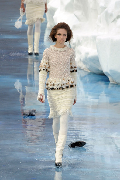 chanel_paris_fashion_week_autumn_winter_2010_2011_60.jpg