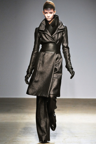 gareth_pugh_fall_winter_2011_paris02.jpg