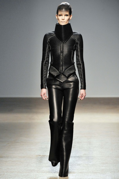 gareth_pugh_fall_winter_2011_paris03.jpg