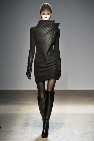 gareth_pugh_fall_winter_2011_paris05.jpg