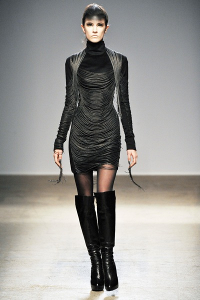 gareth_pugh_fall_winter_2011_paris06.jpg