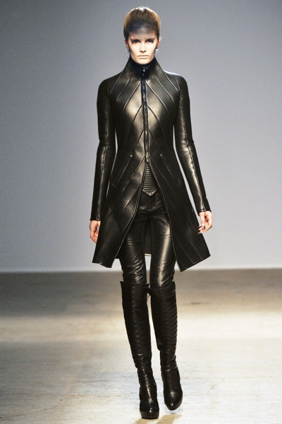 gareth_pugh_fall_winter_2011_paris08.jpg