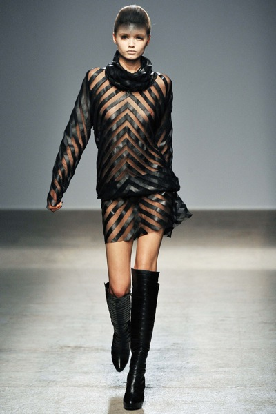 gareth_pugh_fall_winter_2011_paris09.jpg