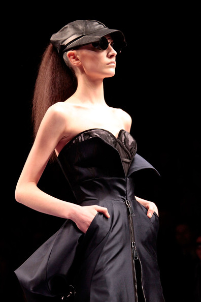viktor_rolf_fall_winter_2011_paris03.jpg