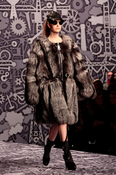 viktor_rolf_fall_winter_2011_paris06.jpg