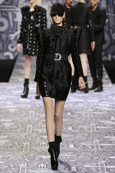 viktor_rolf_fall_winter_2011_paris09.jpg
