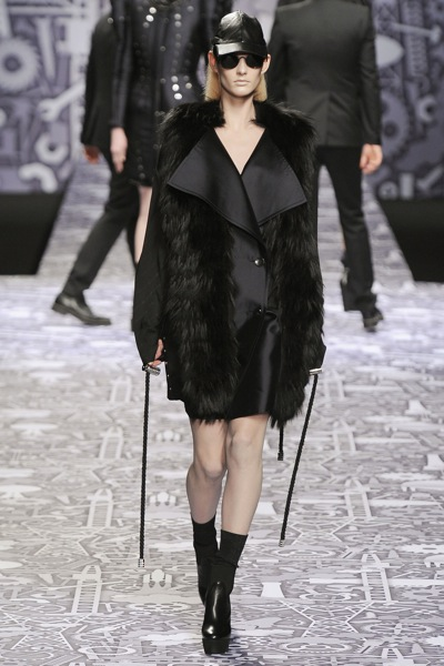 viktor_rolf_fall_winter_2011_paris10.jpg