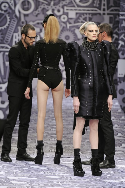 viktor_rolf_fall_winter_2011_paris11.jpg