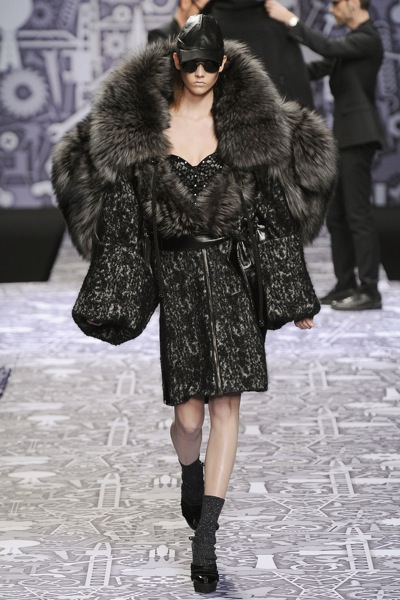 viktor_rolf_fall_winter_2011_paris12.jpg