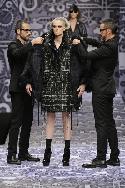 viktor_rolf_fall_winter_2011_paris13.jpg