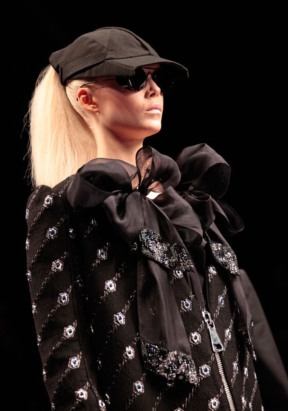 viktor_rolf_fall_winter_2011_paris14.jpg