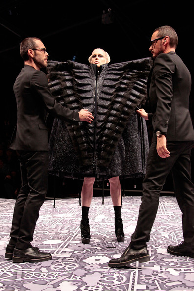 viktor_rolf_fall_winter_2011_paris_designers.jpg