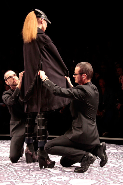 viktor_rolf_fall_winter_2011_paris_designers2.jpg