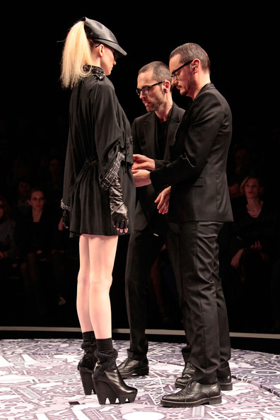 viktor_rolf_fall_winter_2011_paris_designers4.jpg