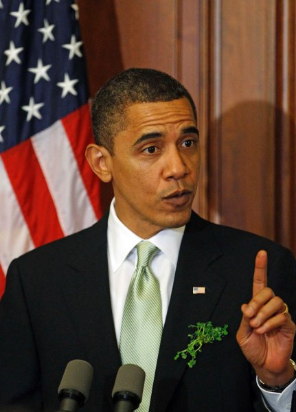 st_patricks_day_barack_obama_green_tie.jpg